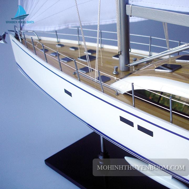 Thuyền buồm NAUTOR SWAN 105