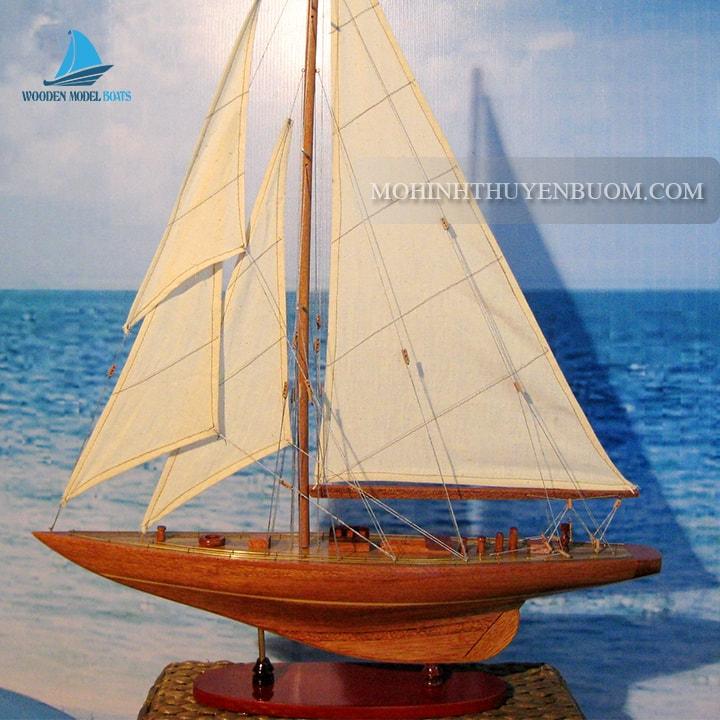 Thuyền buồm ENTERPRISE