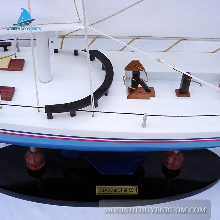 Thuyền buồm STARS & STRIPES